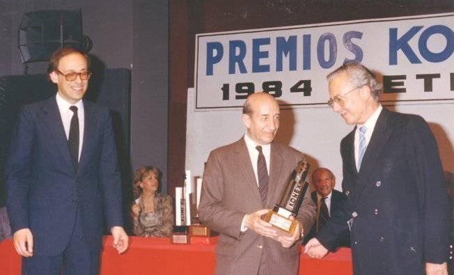 Luis Ovsejevich Presidente Fundación Konex Juan Jacobo Bajarlía Osvaldo Giesso Invitado Especial. - Poesia Online