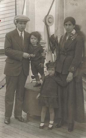 29. vh y familia en barco - Poesia Online