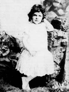 Delmira Agustini a los cuatro años. - Poesia Online