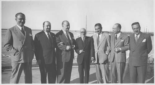 Homero Manzi segundo desde la izquierda Luis César Amadori Jacinto Benavente y Lucas Demare entre otros. - Poesia Online