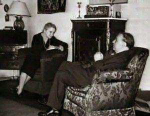 Jorge Luis Borges dictándole a su madre en su casa - Poesia Online