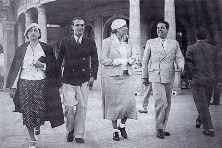 Josefina Dorado Adolfo Bioy Casares Victoria Ocampo y Jorge Luis Borges en Mar de Plata 1935 - Poesia Online