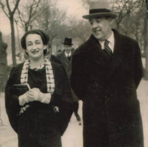 Ernestina con su marido Juan José Domenchina. - Poesia Online