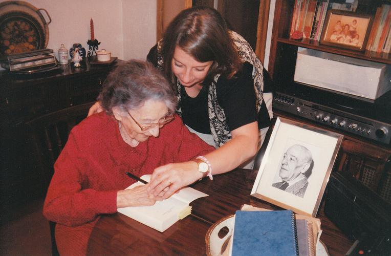 Ernestina en el 1996. - Poesia Online