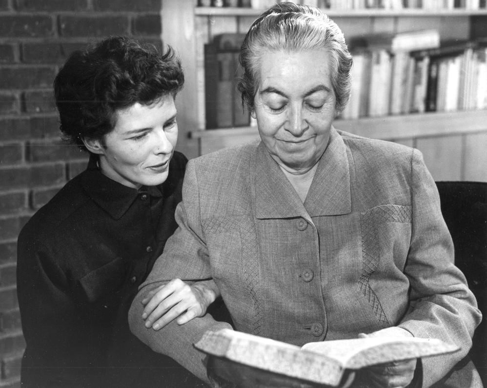 Doris Dana y Gabriela Mistral Roslyn Harbor USA 1954 - Poesia Online