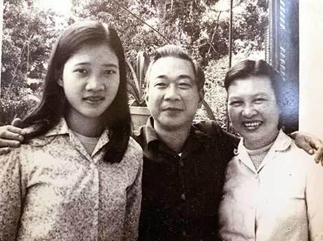 Poeta To Huu y miembros de la familia - Poesia Online