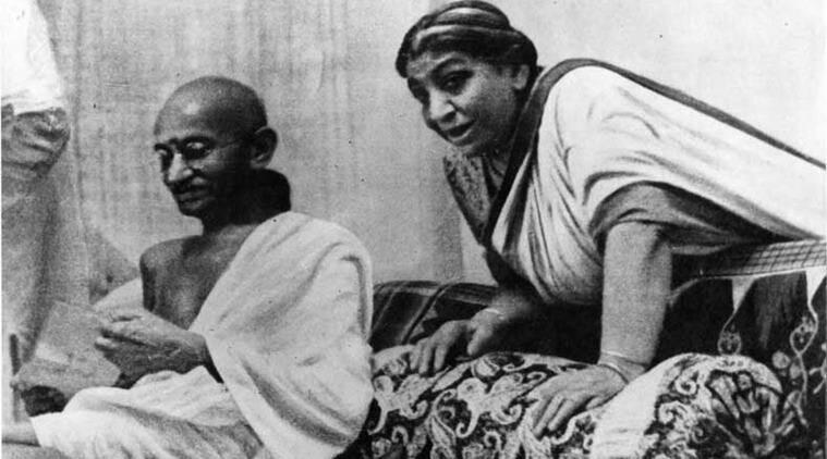 Mahatma Gandhi y Sarojini Naidu en la sesión del AICC de 1942 - Poesia Online