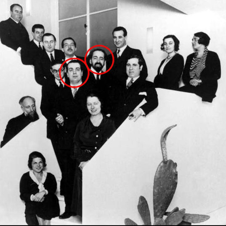 Jorge Luis Borges y Oliverio Girondo entre el consejo de redacción de la revista Sur - Poesia Online
