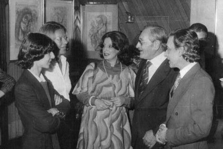 Sergio Nacif Cabrera Izq y Homero Expósito de lentes en 1976 - Poesia Online