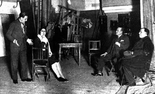 Ensayo de la obra La lola se va a los puertos. A la derecha Antonio Machado - Poesia Online