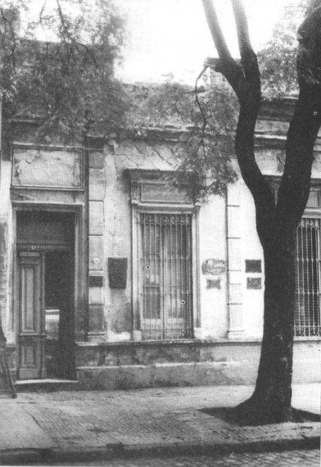 Su casa en la calle Honduras N° 84 hoy 3784 del barrio de Palermo. - Poesia Online