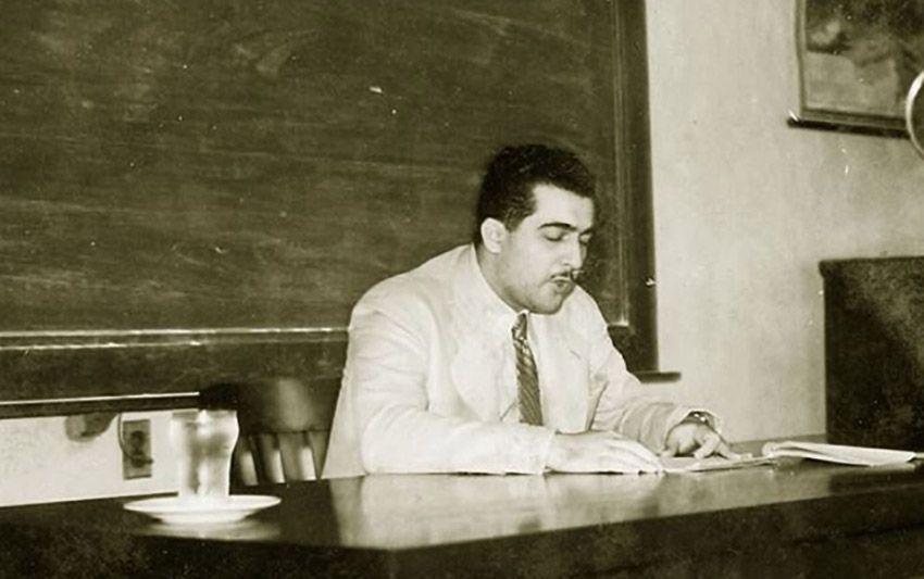 José Lezama Lima en la Universidad de La Habana dictando una conferencia sobre Paul Valéry Cuban Heritage Collection - Poesia Online